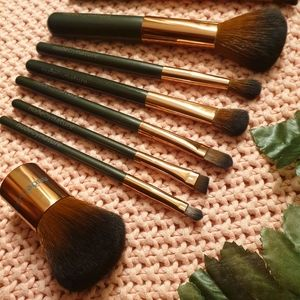 Nude by nature 7 brush set